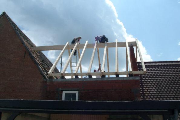 Dach aufschlagen Fachwerkhaus